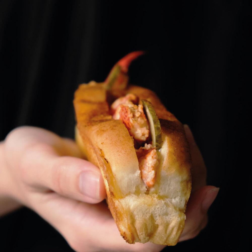 Kreeft eten hoeft niet altijd chic te zijn. Het kan ook heerlijk ongedwongen in een broodje.