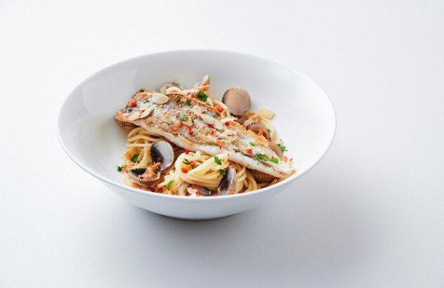 Wijting met pittige pasta vongole